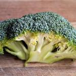ブロッコリーの茎が茶色になる原因は?食べられるの?