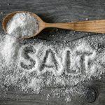 ブロッコリーを茹でるときなぜ塩を使うのか?量はどれくらい?